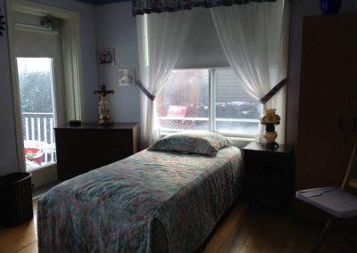 Chambre avec lit - La Maison d'Elohim Résidence St-Hyacinthe